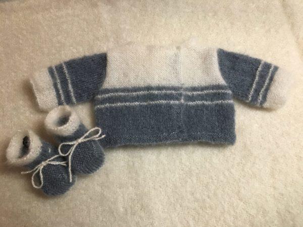 Tricot main sur mesure Mohair et soie brassiere chaussons bebe